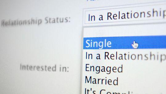발렌타인 데이에 따른 페이스북 '관계'