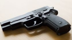 미국 세살짜리 아이, 장전된 총 오발로 부모