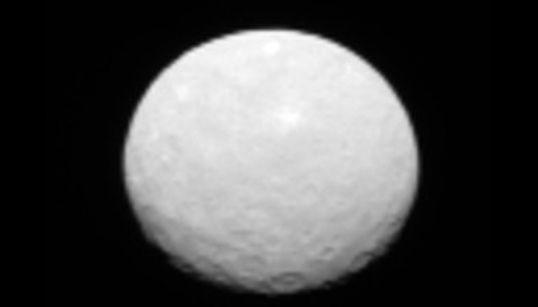 나사가 촬영한 왜소행성 케레스의 괴이한 흰 점은