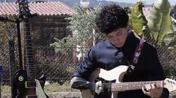 '외팔이 소년' 의수로 기타를