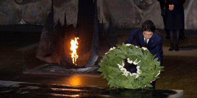 아베, 홀로코스트기념관 방문 : 침략·위안부 언급은