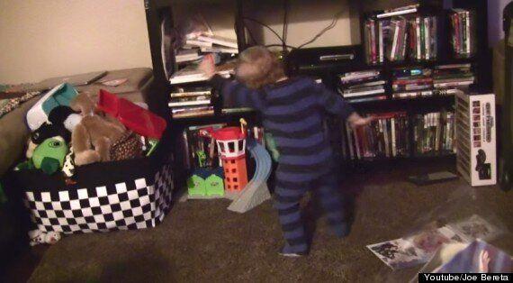 '렛잇고'만 들으면 춤추는 아기