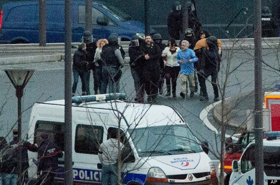 프랑스 인질극 2건 동시 종료...인질 4명 사망, 범인