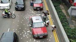 홍콩 도로에 떨어진 22억원 상당의