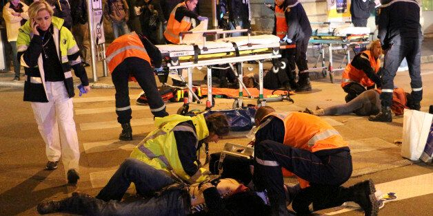 This photo provided Monday, Dec. 22, 2014 by local newspaper Le Bien Public shows rescue workers tending...
