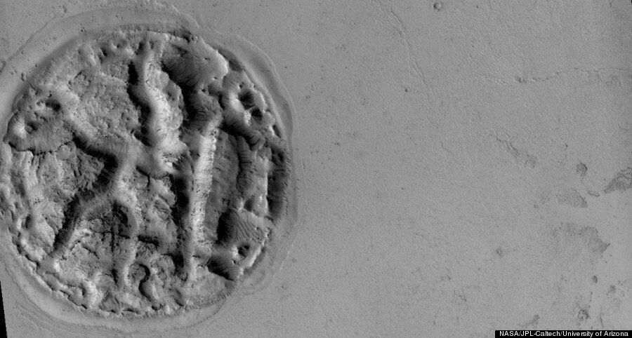 화성에서 발견된 '와플' 지형은 용암의