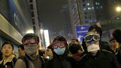 홍콩 시위대 정부청사 건물 봉쇄