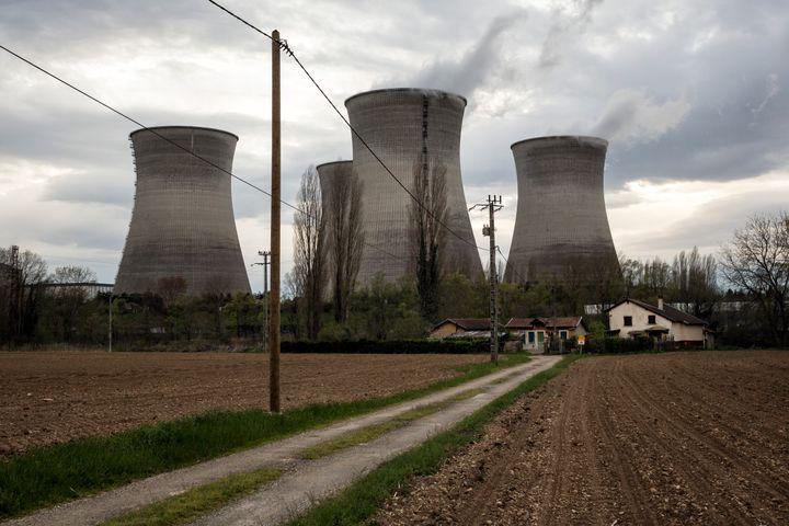Centrale nucléaire à Saint-Vulbas près de Lyon