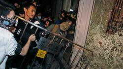 해산작전 반발한 홍콩 시위대, 국회 점거
