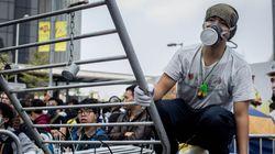 홍콩 경찰, 시위대 바리케이드 일부