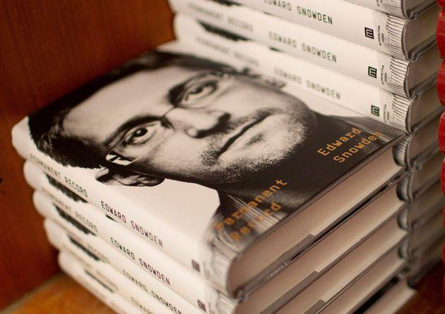 Copias del libro de Snowden en la Harvard Book Store de Cambridge,