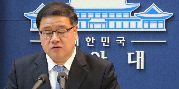 안종범 청와대 경제수석이 9일 오전 청와대 춘추관에서 박근혜 대통령 순방과 클라우드 펀딩, 누리과정 등에 대해 브리핑을 하고