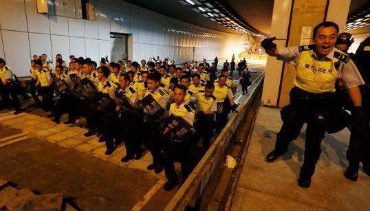 홍콩 경찰, 시위대 본격 진압 시작