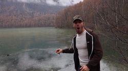 얼어붙은 호수에 돌을 던지면 어떤 소리가