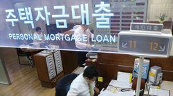 은행들, 기준금리 내렸는데도 대출금리
