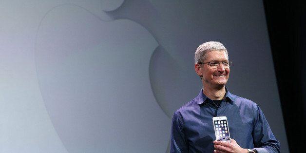 애플 CEO 팀 쿡이 9일 아이폰6와 애플워치를 발표하고