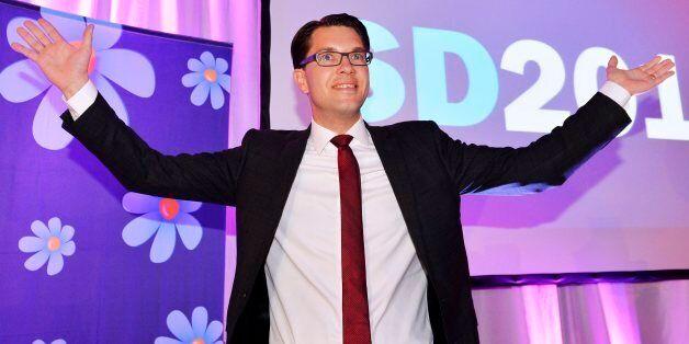 지미 아케손 스웨덴 민주당 대표가 손을 들어보이며 승리를 자축하고