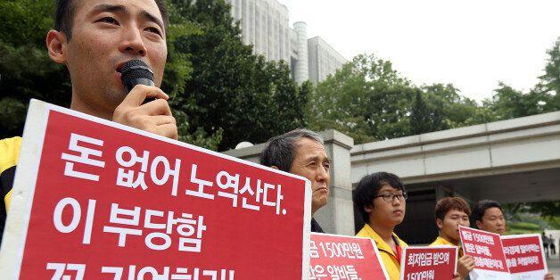 아르바이트 노동조합(이하 알바노조)은 14일 서울중앙지방법원 앞에서 '최저임금 1만원 운동' 과정에서 부과된 벌금 1천500만원을 규탄하는 기자회견을