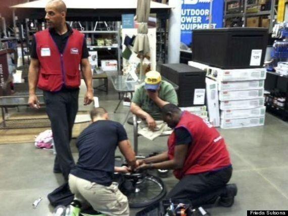 퇴역 군인의 갑자기 고장난 휠체어를 수리해 준 미국 '로우스 스토어'의