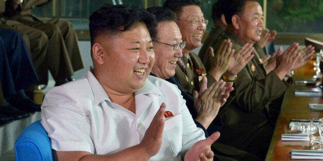 북한 김정은 위원장이 인천 아시안게임에 참가할 남자축구 대표팀의 '검열경기'를 관람했다고 노동신문이 20일