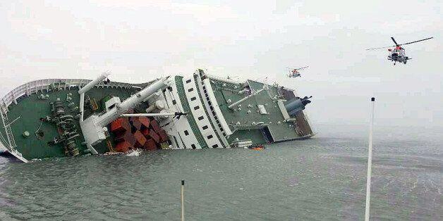 세월호가 침몰한지 100일이 지났다. 사상 최악의 해상사고로 300여명의 목숨을 앗아간 세월호 참사는 여전히 실종자 10명이 차가운 바닷속에서 나오지 못한채 현재도 진행형이다. 사진은...