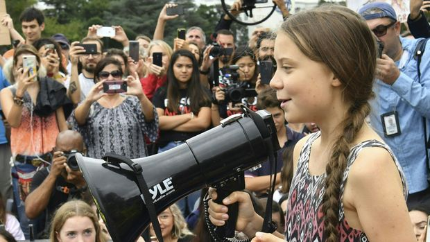 "Swedish environment activist Greta Thunberg speaks at a climate protest outside the White House in Washington, DC on September 13, 2019. - Thunberg, 16, has spurred teenagers and students around the world to strike from school every Friday under the rallying cry ""Fridays for future"" to call on adults to act now to save the planet. (Photo by Nicholas Kamm / AFP)        (Photo credit should read NICHOLAS KAMM/AFP/Getty Images)"