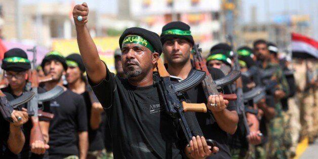 시아파 정부군과 수니파 반군 이라크레반트이슬람국가 사이의 내전 와중에 쿠르드족이 독립을 추진하면서 이라크가 세 동강날 가능성이 높아지고 있다. 사진은 시아파 자원자들로 구성된 평화여단...