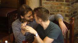 미국 남부의 식당에서 게이 커플이 키스를 했다. 사람들의