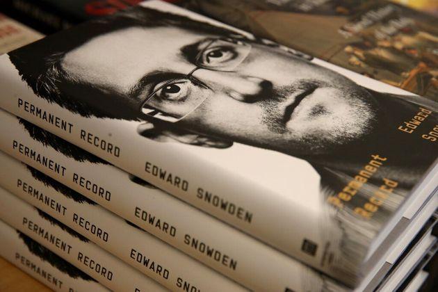 Les États-Unis attaquent Edward Snowden pour la publication de son livre