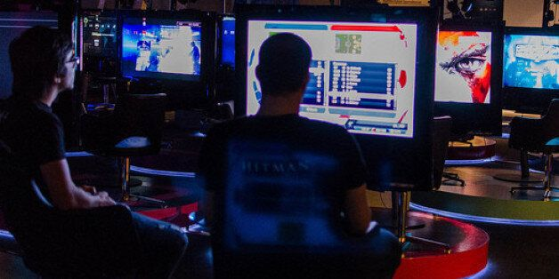 심야시간대에 16세 미만 청소년들의 '인터넷 게임' 접속을 막는 '셧다운제'에 대해 헌법재판소가 합헌