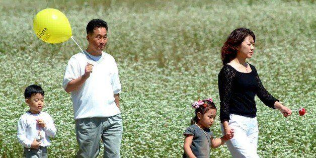 OECD 조사 결과 한국인의 삶의 만족도는 조사대상 36개국 가운데 25위로