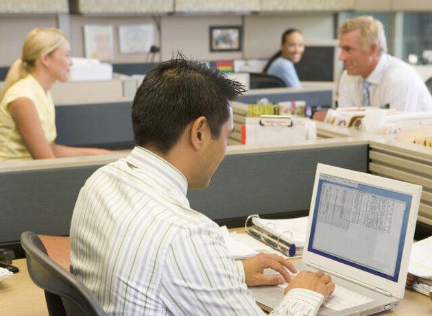 건강을 위협하는 사무실 : 사무실에 앉아있는 건 흡연과