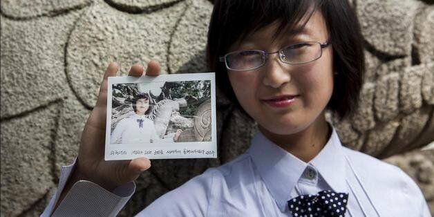 북한 평양외국어대학 재학중인 20세의 여대생은 김정일 위원장이 햄버거를 발명한 것으로 믿고