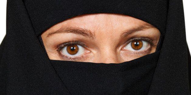 인도네시아, 성폭행 피해 여성 '불륜'으로 공개