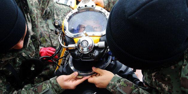 세월호 수색 도중 민간잠수사 1명