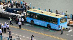 폭발 속 승객 먼저 구한 중국 버스