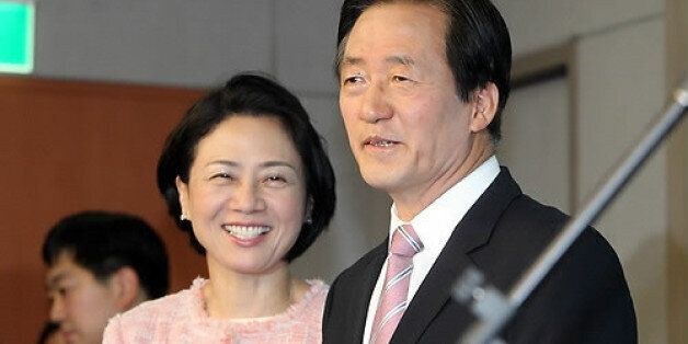 새누리당 서울시장 경선후보인 정몽준 의원의 부인이 '불법 선거 운동'을 했다는 혐의로 경찰에