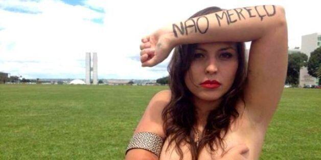 브라질 여성들이 온라인 토플리스(상반신탈의) 시위에