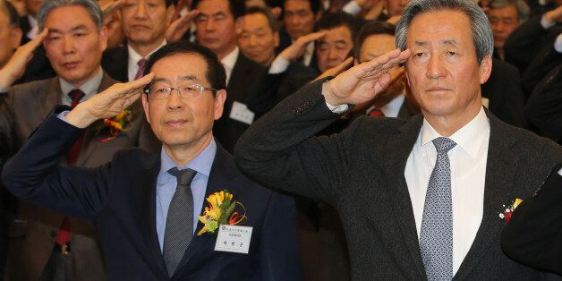 서울시장 여론조사 결과 정몽준 의원이 박원순 시장을 조금 앞서는 것으로