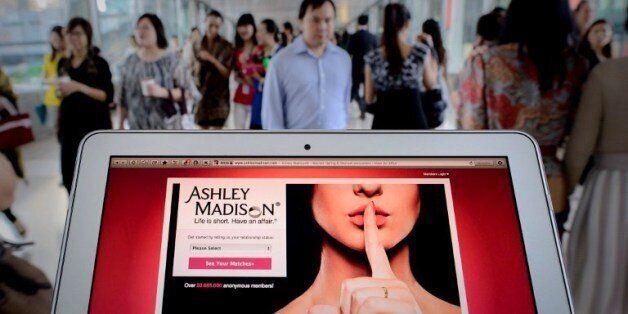 2013년 8월 20일 홍콩에서 찍힌 '애슐리 메디슨' 사이트의