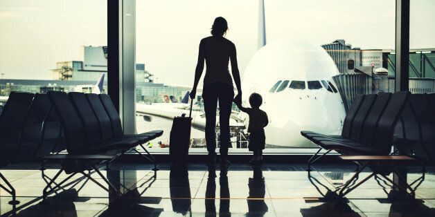 스웨덴에서 비행기에 탑승한 승객들이 이민자 갈라메레 가족의 사연을 듣고, 비행기 좌석의 안전띠 매는 것을 거부하면서 그의 추방을 막았다고 14일