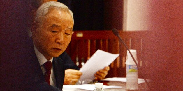 남재준 국가정보원장이 지난해 10월 8일 오후 서울 여의도 국회에서 열린 정보위 전체회의에서 굳은 표정으로 질문을 듣고
