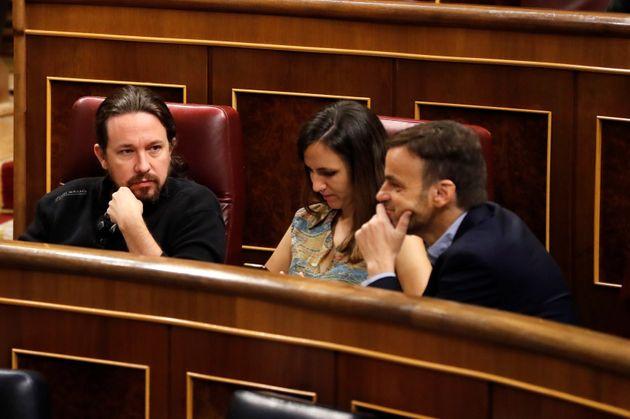 El líder de Unidas Podemos, Pablo Iglesias, junto a los diputados Ione Belarra y Jaume Asens