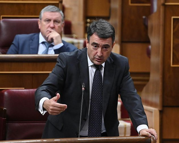 El portavoz del PNV, Aitor Esteban, durante su intervención en la segunda y última sesión de control...