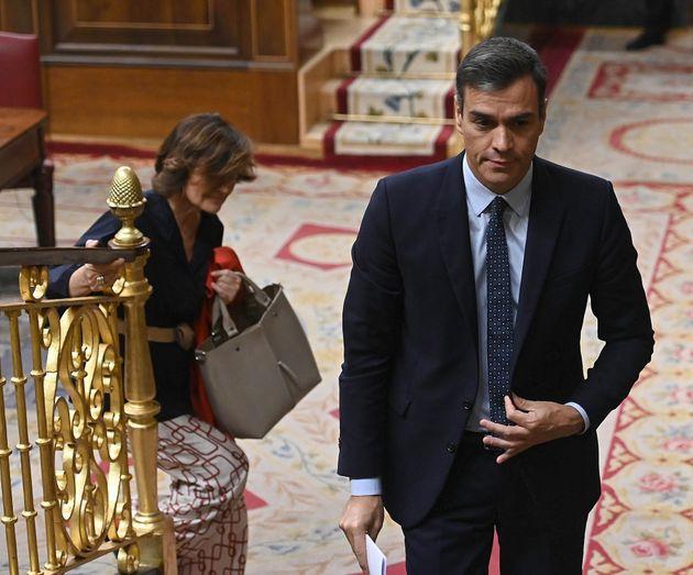 El presidente del Gobierno en funciones, Pedro Sánchez, y la vicepresidenta, Carmen