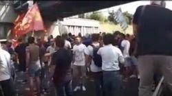 I lavoratori della Whirlpool bloccano l'autostrada Napoli-Pompei-Salerno all'altezza del casello