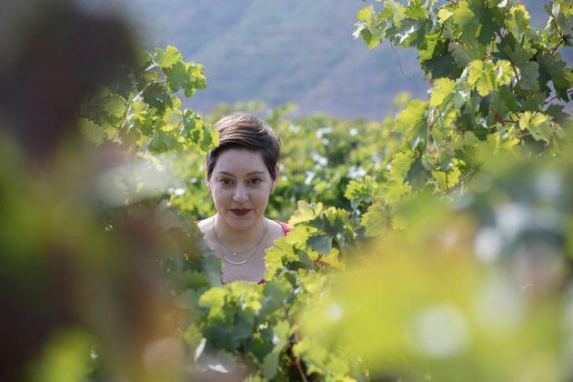 Alaitz Leceaga, en las viñas de la bodega de Contino, en la Rioja