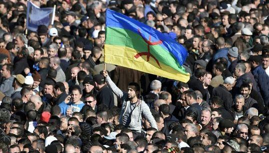 Port du drapeau amzigh : trois manifestants acquittés à