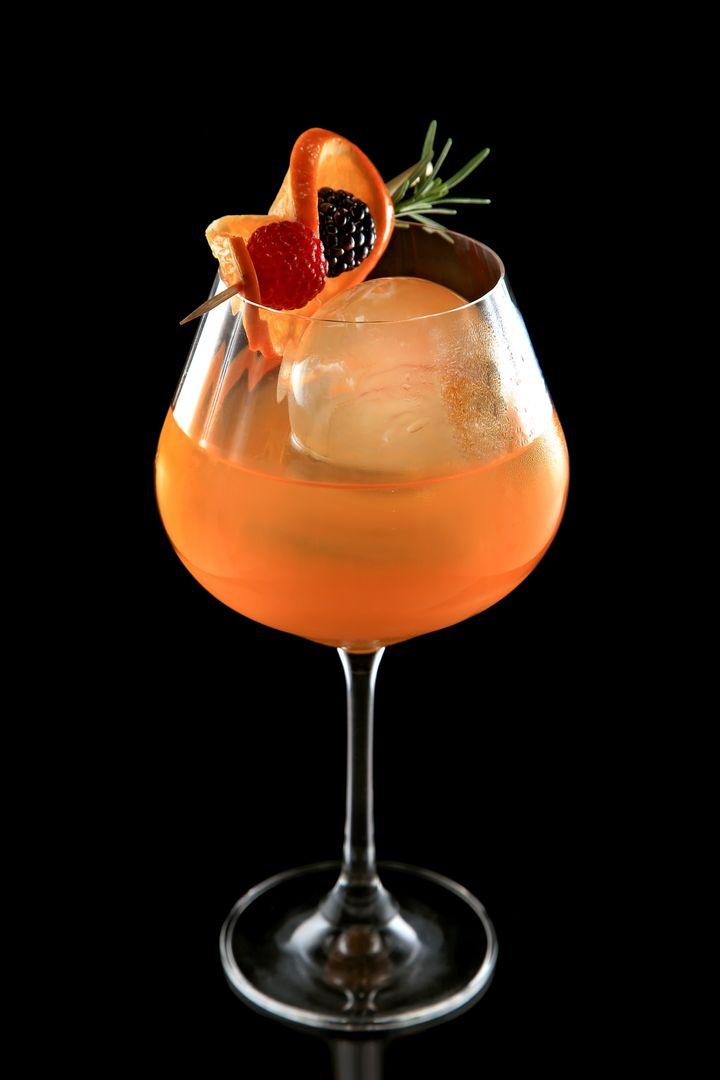 Vers&atilde;o&nbsp;<strong>Mandarino</strong>&nbsp;leva cacha&ccedil;a, licor de laranja e xarope de tangerina