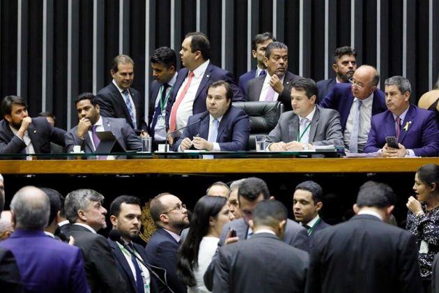 Deputados retomaram flexibilização da Lei da Ficha Limpa e brecha para caixa